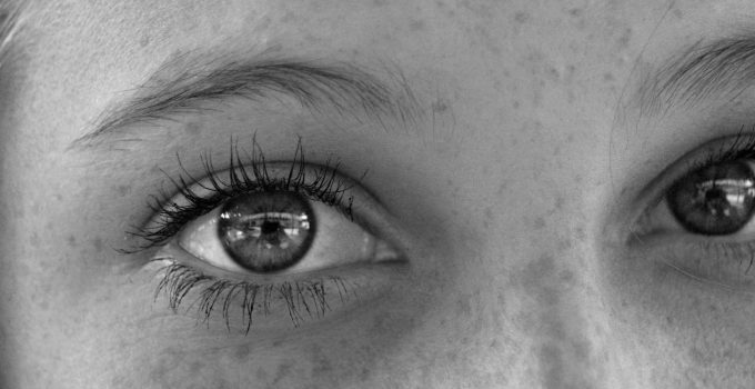How to Maintain Beautiful and Healthy Eyes